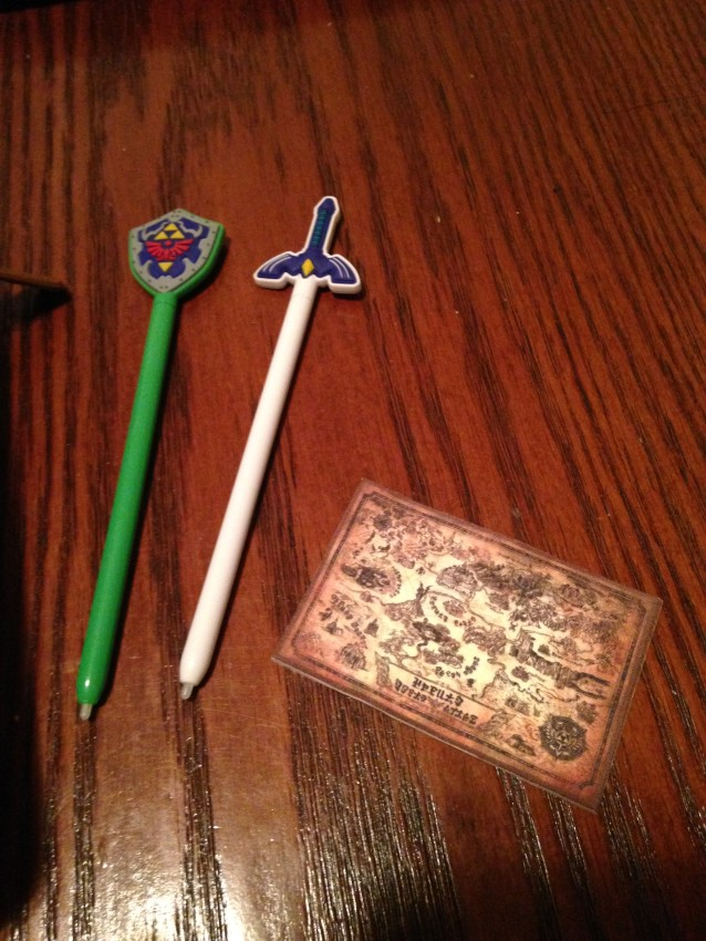 The two stylus and map dusting cloth that came with the pouch.